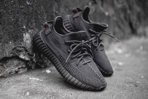 "Adidas YEEZY BOOST 350 V3 ""Pirate Black"""